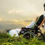 Anziani: quali sono i vantaggi della casa di riposo rispetto all'assistenza domiciliare?